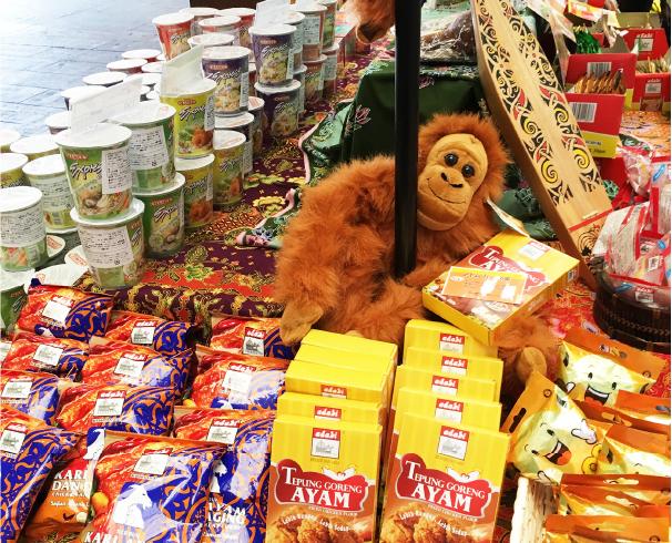 ハラルミールを中心とした、マレーシアならではの食品が並ぶ「マレーシアフードフェア」。